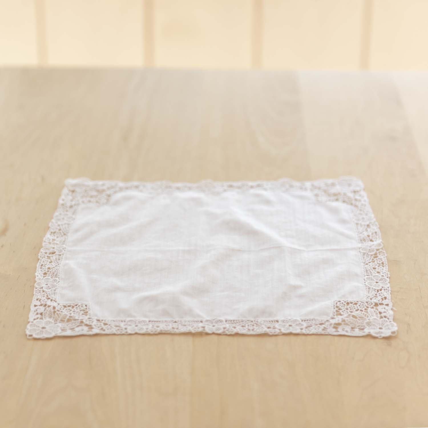 <img class='new_mark_img1' src='https://img.shop-pro.jp/img/new/icons3.gif' style='border:none;display:inline;margin:0px;padding:0px;width:auto;' />Vintage Handkerchief A