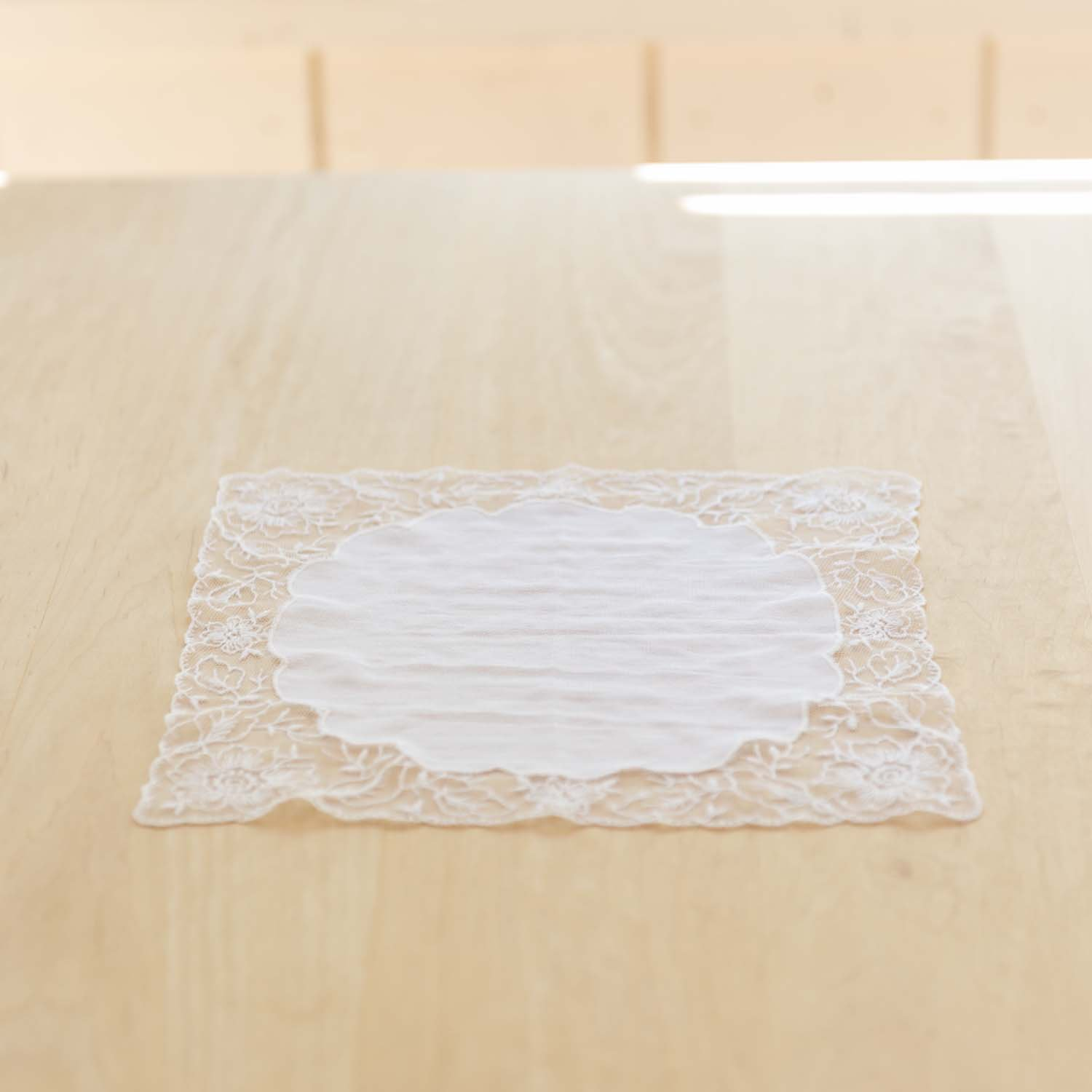 <img class='new_mark_img1' src='https://img.shop-pro.jp/img/new/icons3.gif' style='border:none;display:inline;margin:0px;padding:0px;width:auto;' />Race Flower Place Mat A