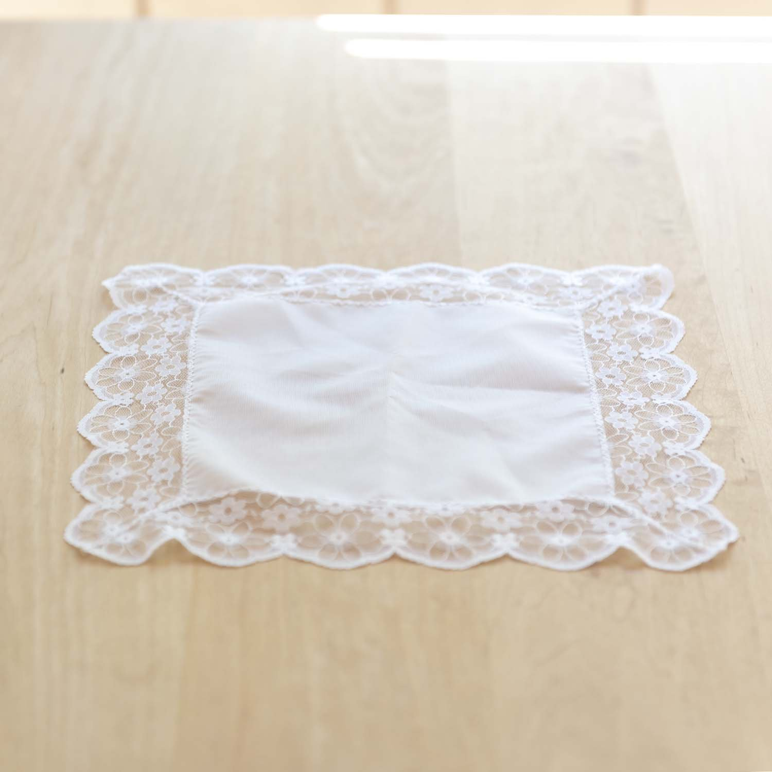 <img class='new_mark_img1' src='https://img.shop-pro.jp/img/new/icons3.gif' style='border:none;display:inline;margin:0px;padding:0px;width:auto;' />Race Flower Place Mat B