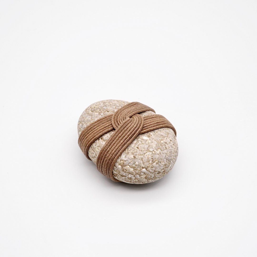 HOW TO WRAP_<br />Wrapped stone [D]