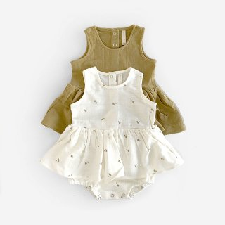 <img class='new_mark_img1' src='https://img.shop-pro.jp/img/new/icons8.gif' style='border:none;display:inline;margin:0px;padding:0px;width:auto;' />QUINCY MAE | SKIRTED TANK ONESIE | (3-6m)-(6-12m)