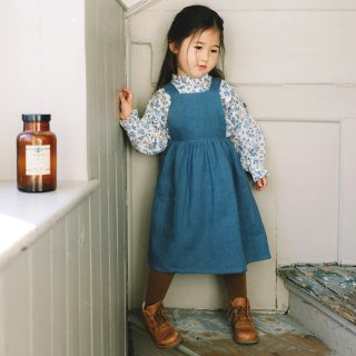 <img class='new_mark_img1' src='https://img.shop-pro.jp/img/new/icons7.gif' style='border:none;display:inline;margin:0px;padding:0px;width:auto;' />NELLIE QUATS   Conkers Pinafore   Cornflower Blue Linen   18-24m〜7-8y