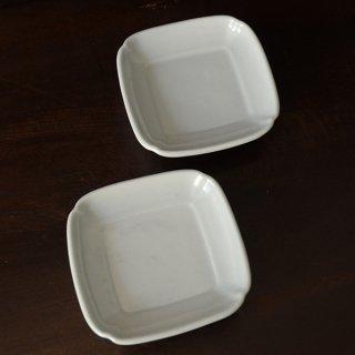 土井善男 乳白釉隅切四方皿 10.5cm×10.5cm 高さ2.5cm