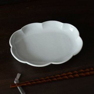 土井善男 乳白釉輪花板皿 20cm×15cm 高さ3cm