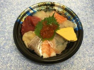 海鮮丼 900円