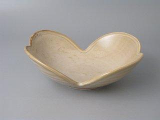 有田焼 ベージュ双葉型鉢