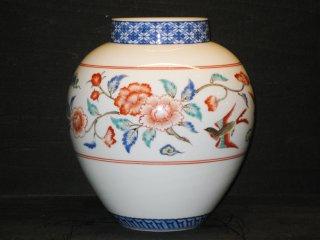 国家重要無形文化財指定十三代柿右衛門作 染錦牡丹文花瓶