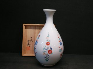国家重要無形文化財指定十三代柿右衛門作 錦草花文花瓶