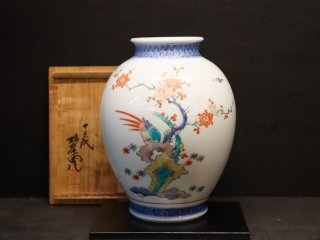 国家重要無形文化財指定十三代柿右衛門作 染錦梅鳥文花瓶