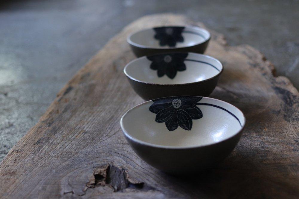 大谷桃子 黒ハスの花平小鉢