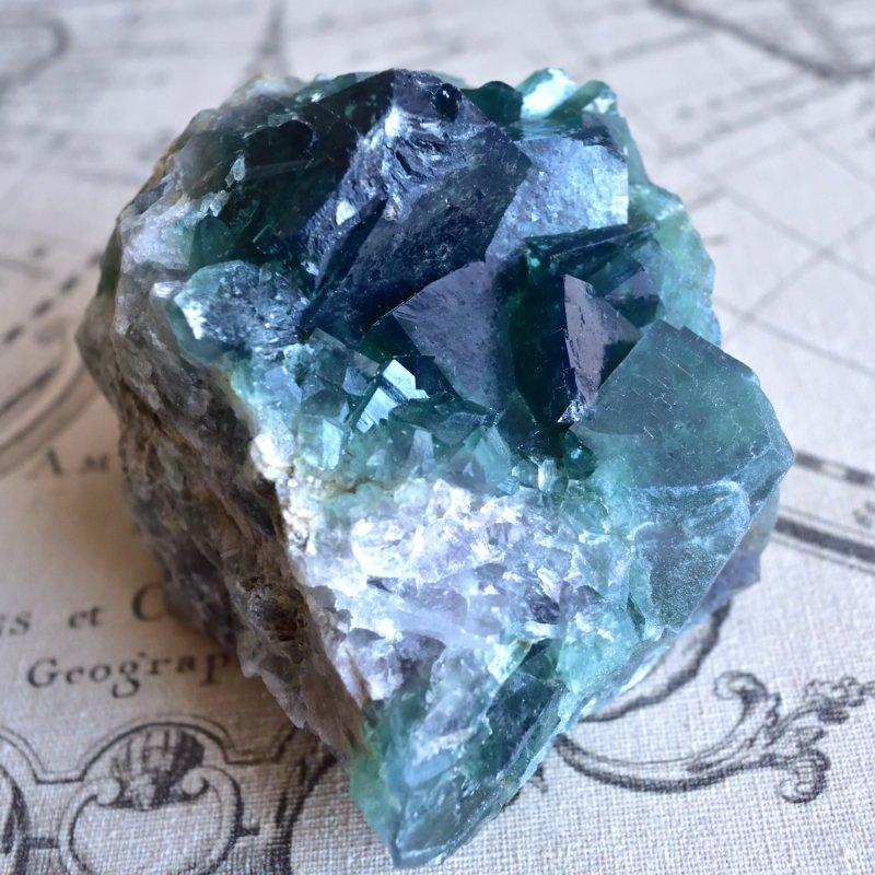 グリーンフローライト・クラスター カラーチェンジ マダガスカル産 1.3kg/鉱物・結晶原石