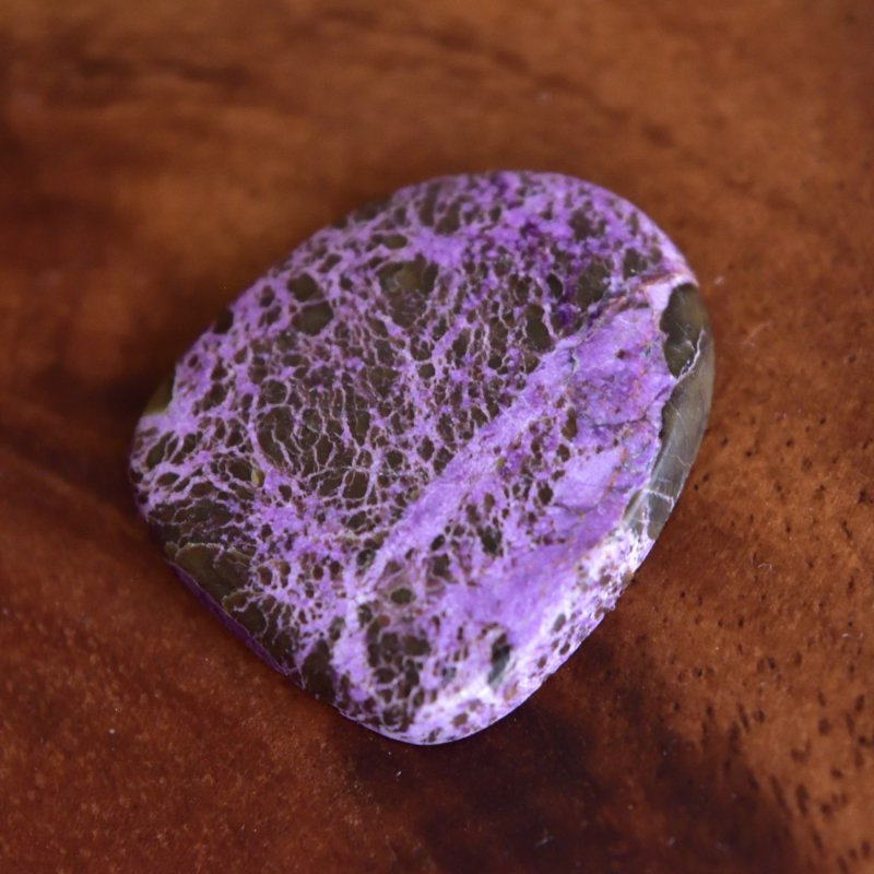 スティヒタイト 紫滝 南アフリカ産 13.7cts./ ルース・カボション