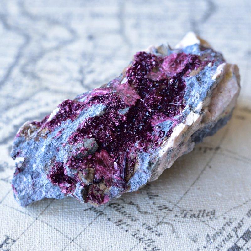 エリスライト イエスの血 モロッコ産 213g/ 鉱物・結晶原石