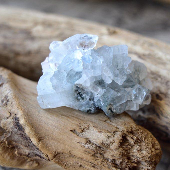 アポフィライト ブルーカルセドニー スティルバイト インド産 45g/ 鉱物・結晶原石