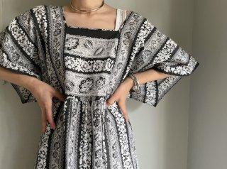 80s- Black White Floral Cotton Caftan Dress