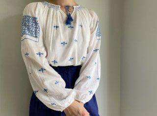 Vtg White Blue Romanian Embroidery Smocking Cotton Tunic
