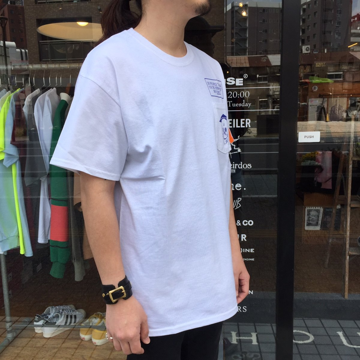 <img class='new_mark_img1' src='https://img.shop-pro.jp/img/new/icons3.gif' style='border:none;display:inline;margin:0px;padding:0px;width:auto;' />Black Weirdos  ブラック ウィドー / Tシャツ PSYCHIC BW Pocket Tee 【WHITE】
