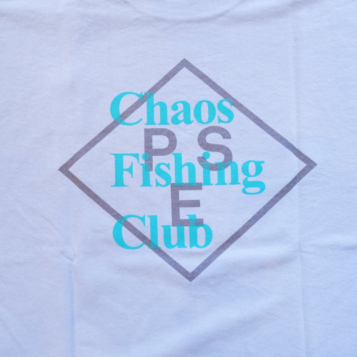 <img class='new_mark_img1' src='https://img.shop-pro.jp/img/new/icons3.gif' style='border:none;display:inline;margin:0px;padding:0px;width:auto;' />PSEUDOS × CHAOS FISHING CLUB / シュードス /  Tシャツ PRINTED PAPER T-SHIRT SS 【L・BLUE】