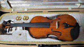 バイオリン(北京製)ケース付き、弓なし、鑑定書なし・ラベルなし