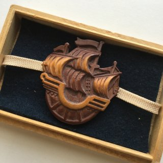 円窓C168*半円の綺麗な帆船・木彫/アンティーク帯留め