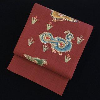 円窓O-501*深い臙脂の秀美・生紬に孔雀(作家物)/リユース袋帯