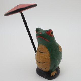 赤い傘をさしたカエル