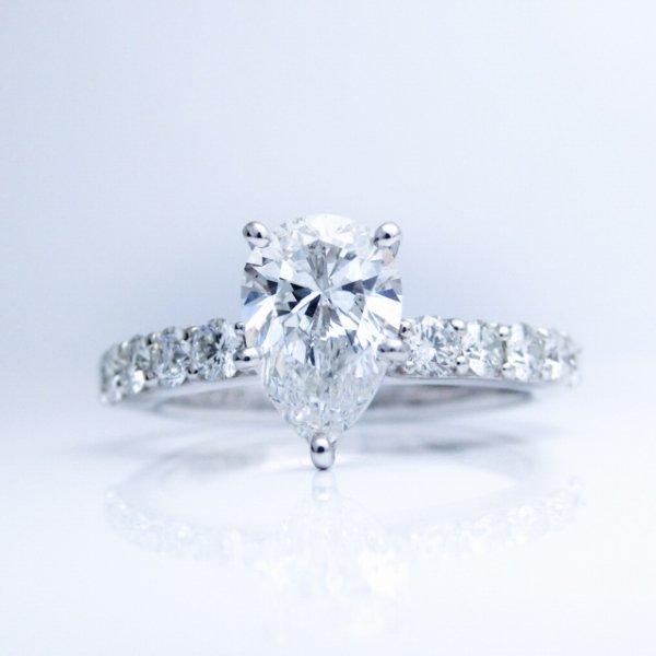 1カラットアップペアシェイプダイヤモンドリング D 1.009ct E-SI1 D 0.50ct Pt900 中央宝石研究所鑑定書付