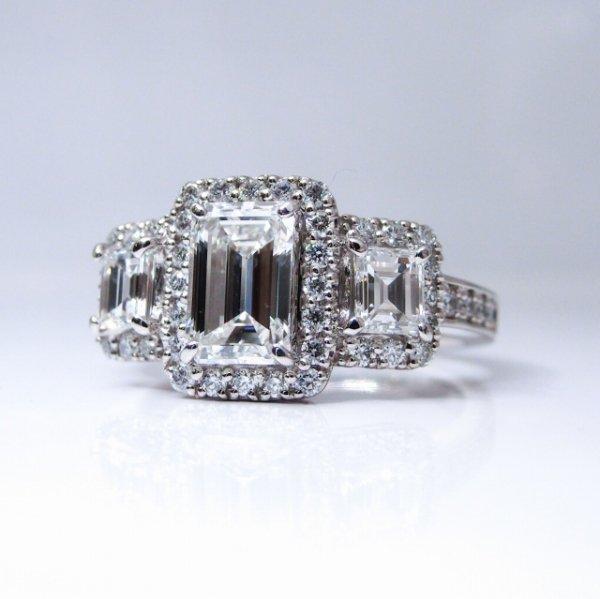 エメラルドカットダイヤモンドリング D 0.855ct F-VVS2 D 0.226ct F-VS2 D 0.228ct F-VS1 D 0.34ct Pt900 中央宝石研究所鑑定書付