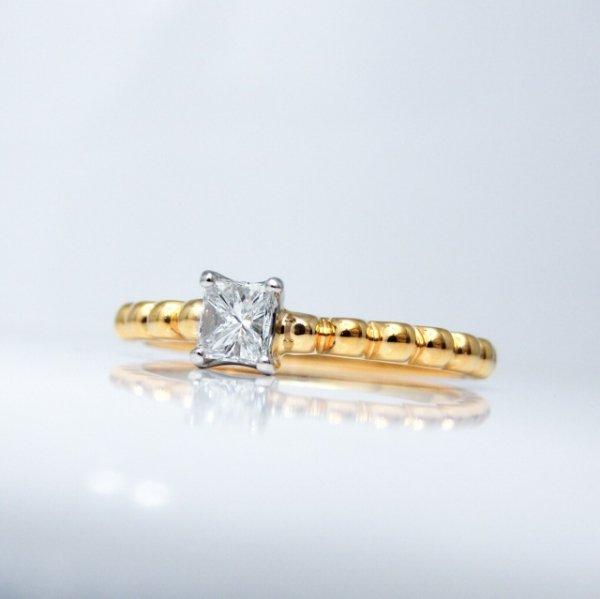 プリンセスカットダイヤモンドリング D 0.255ct F-SI1 K18/Pt900 中央宝石研究所ソーティング付