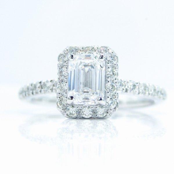 フローレス エメラルドカットダイヤモンドリング D 0.573ct D-FL 0.28ct Pt900 AGT鑑定書付
