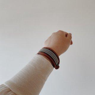 Takku サーミブレスレットM(カーキ・キャメル革*2種類錫糸)
