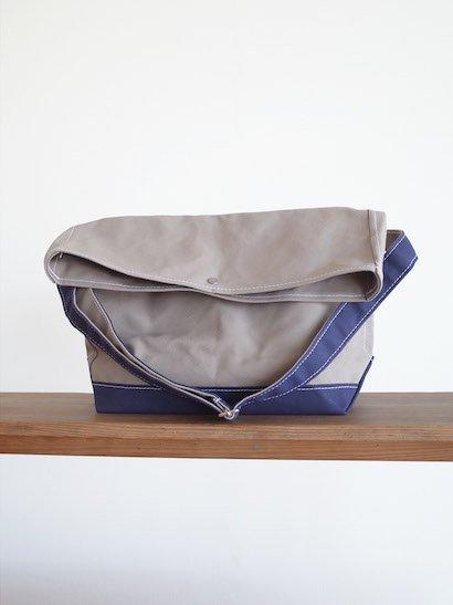TEMBEA Messenger Bag - Gray / Dk Navy