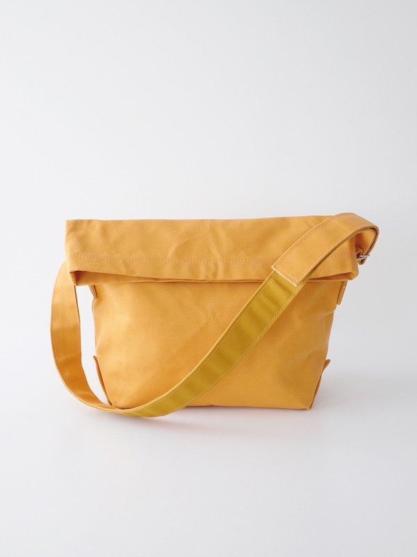<img class='new_mark_img1' src='https://img.shop-pro.jp/img/new/icons21.gif' style='border:none;display:inline;margin:0px;padding:0px;width:auto;' />【20%OFF】TEMBEA Messenger Bag - Mustard / Mustard