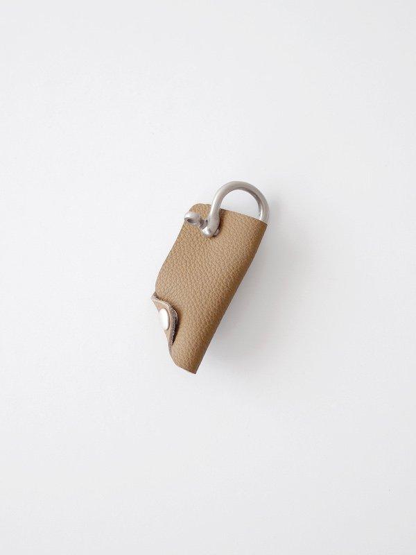 ERA. Bubble Calf Shackle Key Cover - Taupe