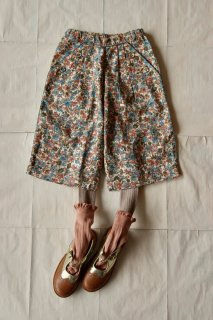 Trousers with small blue flowers
