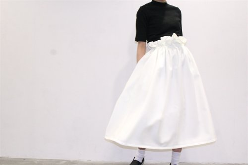 <img class='new_mark_img1' src='https://img.shop-pro.jp/img/new/icons47.gif' style='border:none;display:inline;margin:0px;padding:0px;width:auto;' />Natsumi Zama /Gathered Stretch Skirt(OFF WHITE)