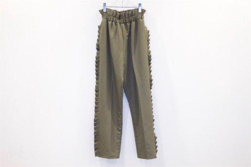 <img class='new_mark_img1' src='https://img.shop-pro.jp/img/new/icons47.gif' style='border:none;display:inline;margin:0px;padding:0px;width:auto;' />Natsumi Zama /Pleats Trousers(KHAKI)