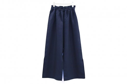<img class='new_mark_img1' src='https://img.shop-pro.jp/img/new/icons47.gif' style='border:none;display:inline;margin:0px;padding:0px;width:auto;' />Natsumi Zama /Herdmans Linen Slit Trousers(NAVY)