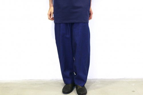 <img class='new_mark_img1' src='https://img.shop-pro.jp/img/new/icons47.gif' style='border:none;display:inline;margin:0px;padding:0px;width:auto;' />house of the very island's... / LOOSE CUT TROUSERS WITH DEEP PLEATS(DARK BLUE)