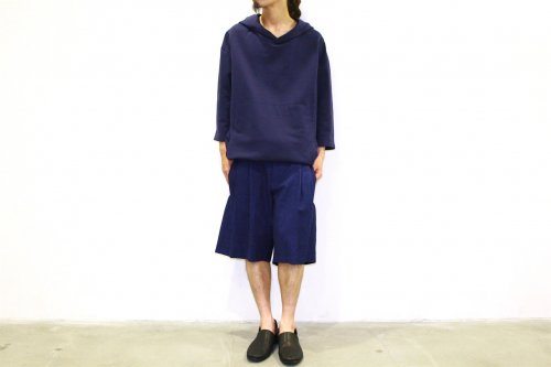 <img class='new_mark_img1' src='https://img.shop-pro.jp/img/new/icons47.gif' style='border:none;display:inline;margin:0px;padding:0px;width:auto;' />house of the very island's... / LOOSE CUT TROUSERS WITH DEEP PLEATS - SHORT(DARK BLUE)