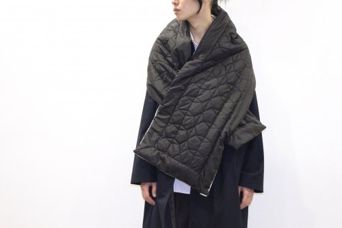 <img class='new_mark_img1' src='https://img.shop-pro.jp/img/new/icons47.gif' style='border:none;display:inline;margin:0px;padding:0px;width:auto;' />esgrey / quilting muffler(BLACK)