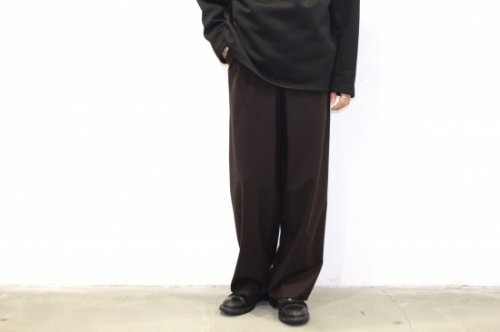 <img class='new_mark_img1' src='https://img.shop-pro.jp/img/new/icons2.gif' style='border:none;display:inline;margin:0px;padding:0px;width:auto;' />THEE / oversize tuck pants.(BROWN)
