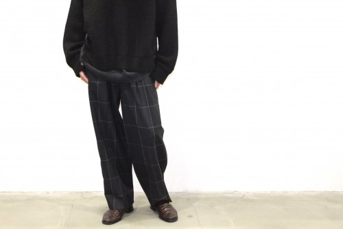 <img class='new_mark_img1' src='https://img.shop-pro.jp/img/new/icons47.gif' style='border:none;display:inline;margin:0px;padding:0px;width:auto;' />YOKE / 1TUCK WIDE TROUSERS(NAVY CHECK)