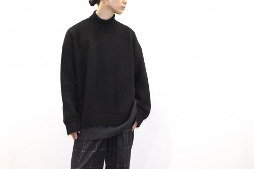 <img class='new_mark_img1' src='https://img.shop-pro.jp/img/new/icons47.gif' style='border:none;display:inline;margin:0px;padding:0px;width:auto;' />YOKE / CONNECTING HIGHT NECK KNIT LS(BLACK)