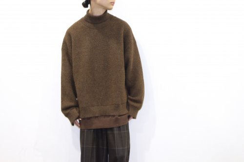 <img class='new_mark_img1' src='https://img.shop-pro.jp/img/new/icons47.gif' style='border:none;display:inline;margin:0px;padding:0px;width:auto;' />YOKE / CONNECTING HIGHT NECK KNIT LS(BROWN)