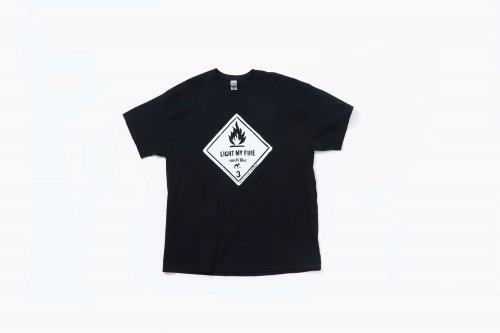 <img class='new_mark_img1' src='https://img.shop-pro.jp/img/new/icons2.gif' style='border:none;display:inline;margin:0px;padding:0px;width:auto;' />smell(s)like / LIGHT MY FIRE short sleeve T-shirts designed by tsutomu moriya(BLACK)