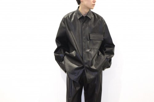 <img class='new_mark_img1' src='https://img.shop-pro.jp/img/new/icons47.gif' style='border:none;display:inline;margin:0px;padding:0px;width:auto;' />stein / FAKE LEATHER DOWN PAT SHIRT(BLACK)