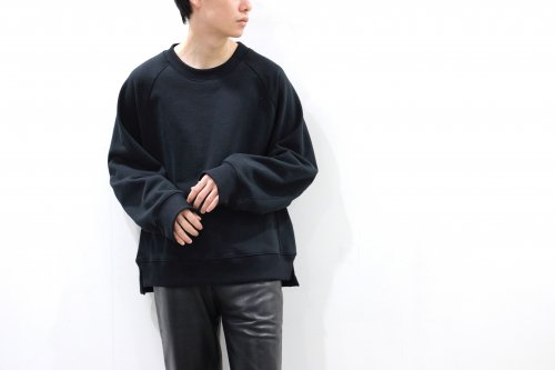 <img class='new_mark_img1' src='https://img.shop-pro.jp/img/new/icons47.gif' style='border:none;display:inline;margin:0px;padding:0px;width:auto;' />VOAAOV / OVERSIZED SWEAT(BLACK)