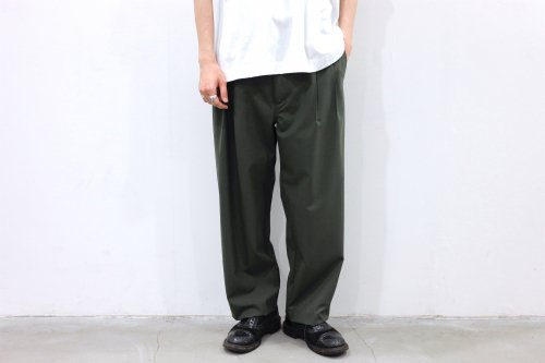<img class='new_mark_img1' src='https://img.shop-pro.jp/img/new/icons2.gif' style='border:none;display:inline;margin:0px;padding:0px;width:auto;' />VOAAOV / TWO TUCK WIDE TROUSERS(OLIVE)