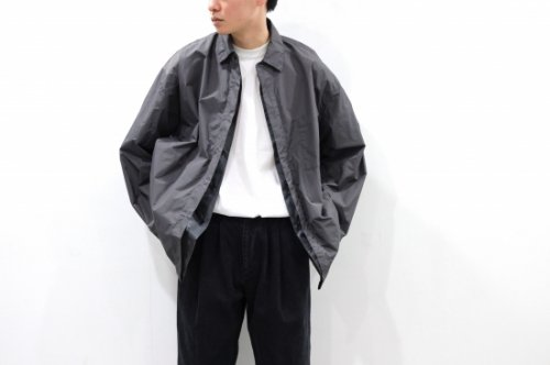 <img class='new_mark_img1' src='https://img.shop-pro.jp/img/new/icons47.gif' style='border:none;display:inline;margin:0px;padding:0px;width:auto;' />stein / OVERSIZED WIND SHIRT(CHARCOAL)